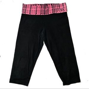 Pink yoga cropped pants with Tribial print